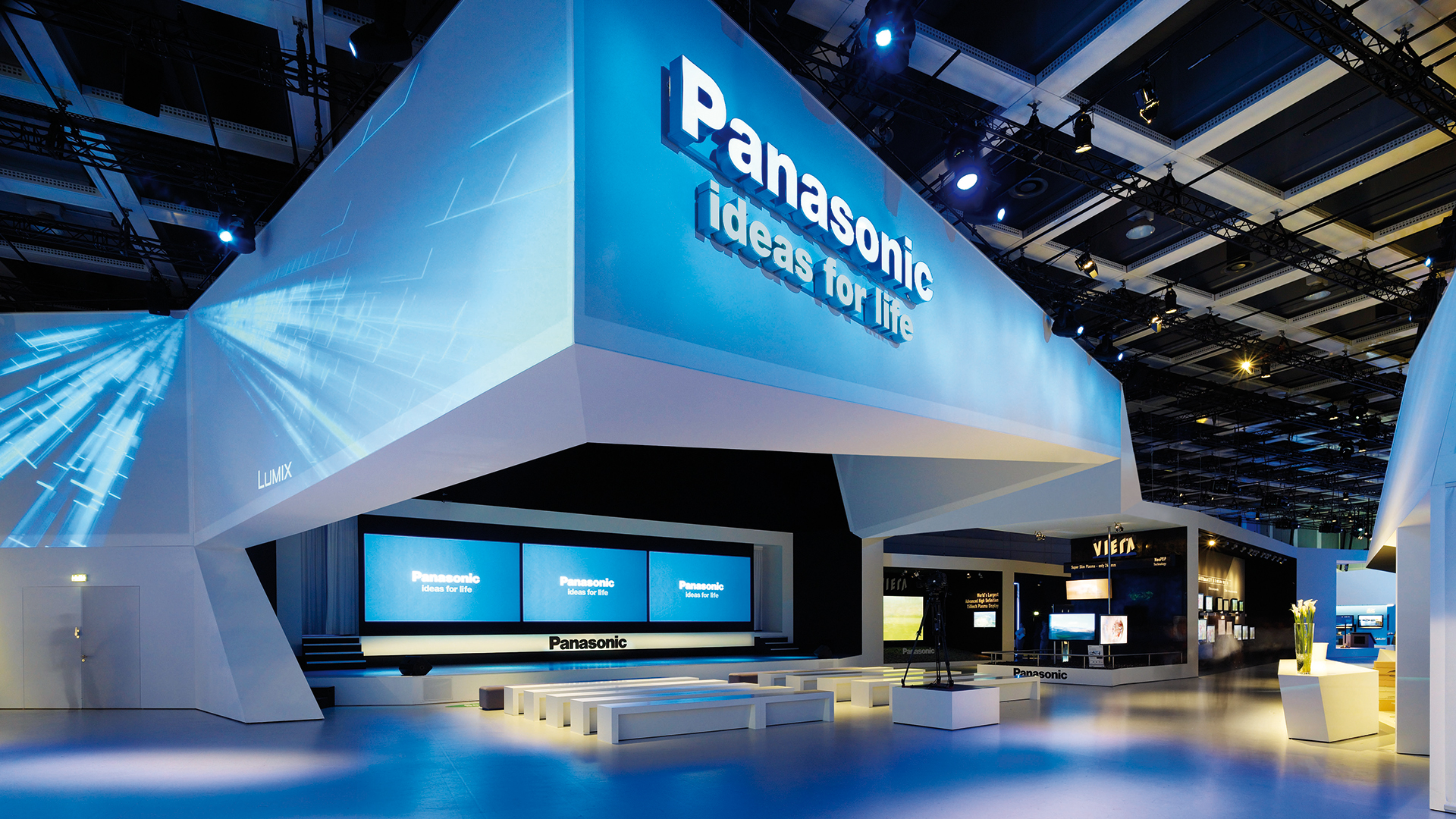 Dart stages the Panasonic fair stand at the IFA 2008