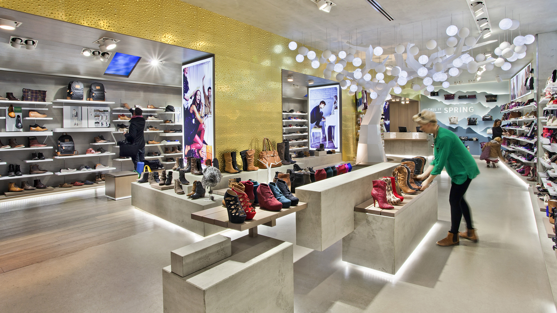Dart stages the shop concept for Aldo CIS for the flagship store on Oxford Street