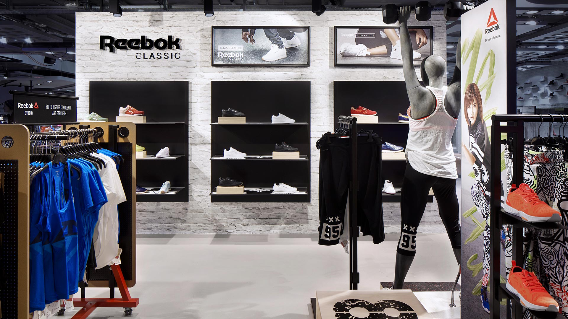 Dart stages the Reebok shop concept for the roll-out of the Reebok Shop-in-Shops 2016 in DACH